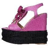Moschino玫瑰色镂空系带鞋面拼接黑色厚底楔跟凉鞋